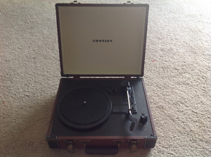 Crosley Executive Briefcase Turntable