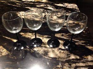 4 black stemmed wine glasses. Regina Regina Area image 1
