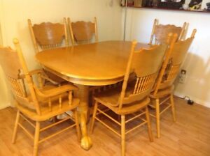 Dinning table with extra leaf and 6 chairs