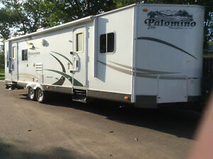 RV trailer 29 foot  Palamino 2 side out