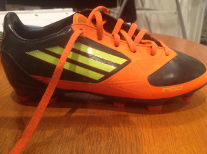 F50 kids soccer boots size 1