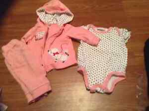 0-3 month girl clothes sleepers/ outfits London Ontario image 6