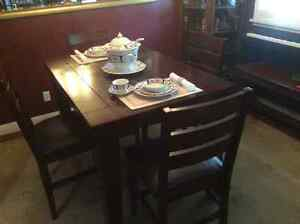 Beautiful Solid Wood Dining Table and Chairs Cambridge Kitchener Area image 2