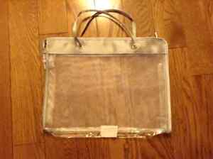 LIKE NEW MESH BAG IS ATTRACTIVE AND PRACTICAL