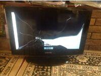 "Samsung TV LED 26""inch working but screen broken £12"