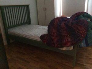 lave vaisselle uasé,pneu ete hiver,lit une place en bois.