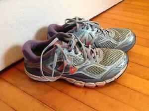 souliers de jogging New Balance, 860v6 pointure 7