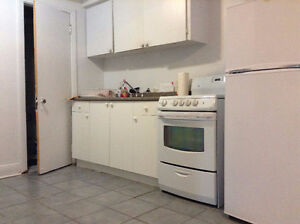 Bachelor Apartment Near Atwater Metro, $585/mth, May 17-July 19