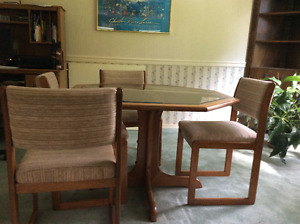 Like new oak and glass dining set