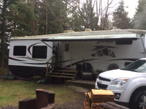 FOR SALE.    5th Wheel 38' 4slides winterized 50amp