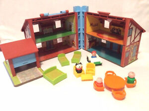 FISHER-PRICE Vintage Little People Place Tudor Doll House w/ Fig