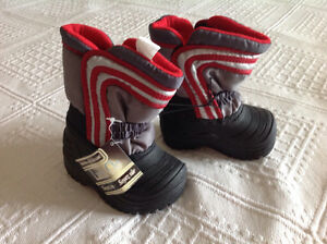 Brand new with tag winter boots size 3T