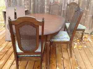 Diningroom table and 4 chairs Kingston Kingston Area image 1