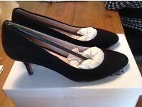 Black court shoes size 5