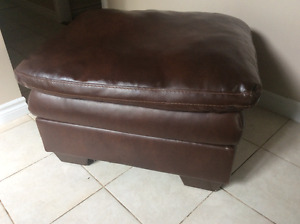 Brown ottoman in great condition