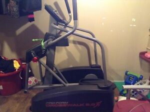 Elliptical Trainer: Pro-Form Crosswalk 8.0