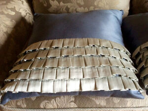 2 BLUE DECORATIVE PILLOWS WITH RUFFLES West Island Greater Montréal image 2