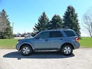 2012 Ford Escape XLT V6 AWD- 4 BRAND NEW TIRES & ONE OWNER!!