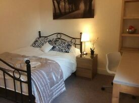 Stunning Double Bedroom In Cosy Home - Blackpool