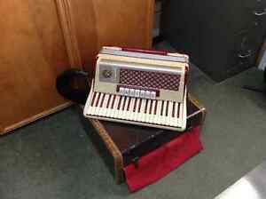 120 base, 3 reed, Made in Italy, Accordion