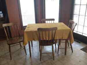4 Bass River Oak Chairs + table and tablecloth