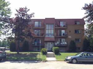 Grand 4½ à 495$, eau chaude et chauffage inclus, Sherbrooke Est