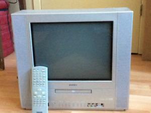 Téléviseur  Toshiba, et lecteur dvd inclus.