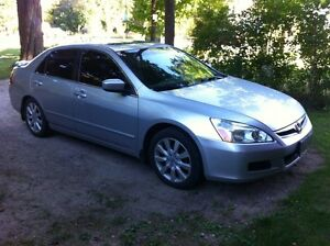 2007 Honda Accord EX-L Sedan - Loaded with Leather, Moonroof....