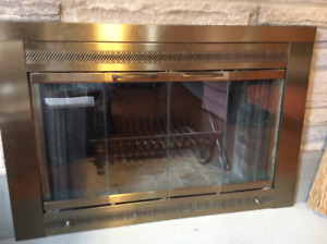 FIREPLACE SURROUND  /  DOORS  /  SCREEN UNIT WITH MATCHING TOOLS