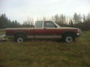 1992 dodge dakota 318 magnum 800$ obo open to trades