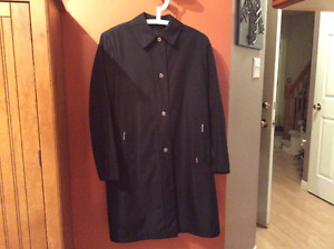 Beautiful London Fog Classic Trench Coat, size medium
