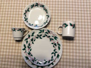 8 piece Christmas dishes