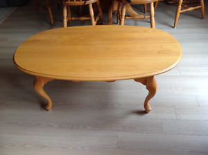 SOLID OAK (made in Canada) COFFEE TABLE. See pics for details.