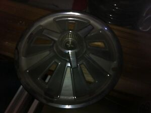 1966 mustang hubcaps with spinners ... Original