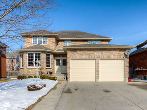 Amazing home! Fully brick, 2678 sq ft,fully finished,near school