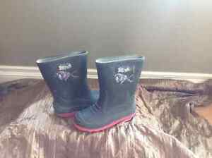 Rubber boots sizes 11-1 Cornwall Ontario image 3