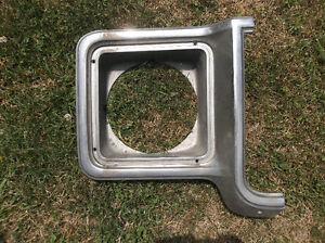 1973 to 1978 Chevrolet & GMC pickup right headlamp bezel London Ontario image 1