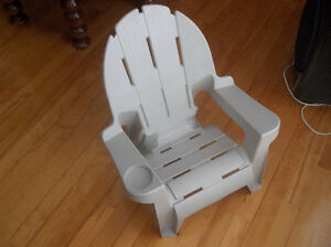 Chaise de jardin pour enfant beige très bonne condition