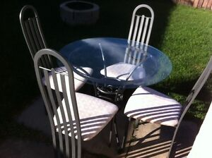 ROUND METAL FRAME TABLE AND CHAIRS