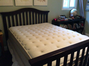 Crib that coverts to a double bed