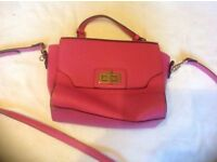 Ladies shoulder handbag v.good condition £5