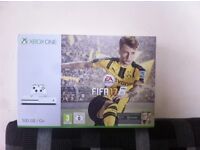 Xbox One S Bundle with FIFA 17, Brad New n sealed