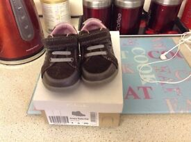 Infant size 4g trainers shoes from clarks