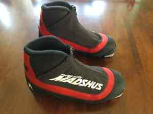 Junior Cross-Country Ski Boots NNN size 34 - like new!