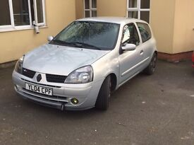 Breaking Renault Clio mk2 2004 plate