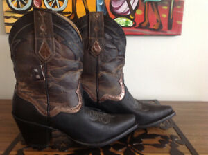 NEW leather cowboy boots size 9