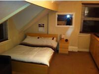 Studio Flat in friendly professional household