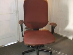 large desk chair on wheels excellent condition