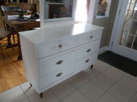 Wood dresser with six drawers and mirror