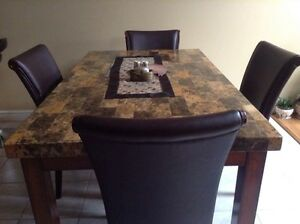 Kitchen Table + 4 Chairs for Sale - must sell immediatly